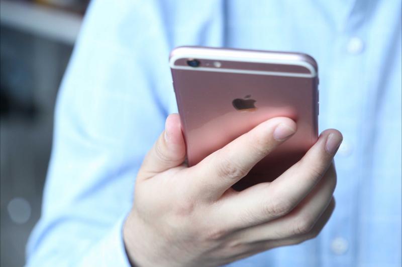 苹果手机换电池是选第三方大容量电池好还是选原装电池好?